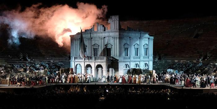 Genießen Sie die Aufführung der Oper in der Arena von Verona im Sommer 2020!